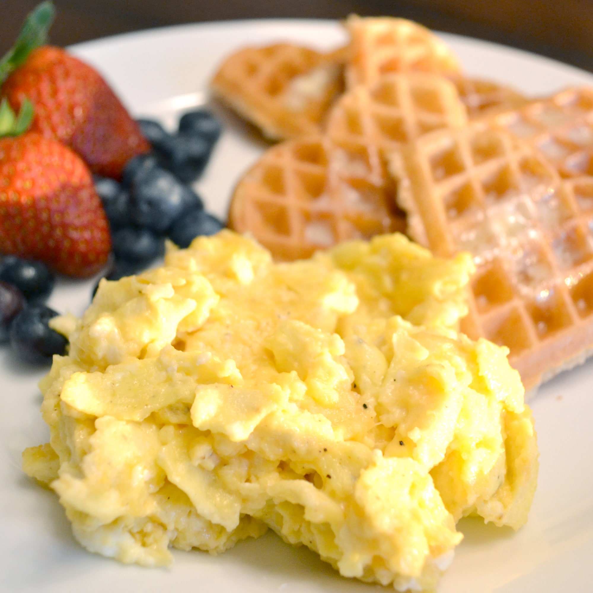 Want to know the secret is to making really perfectly scrambled eggs? Don't miss these step by step instructions for how to make the most delicious scrambled eggs you've ever tried.