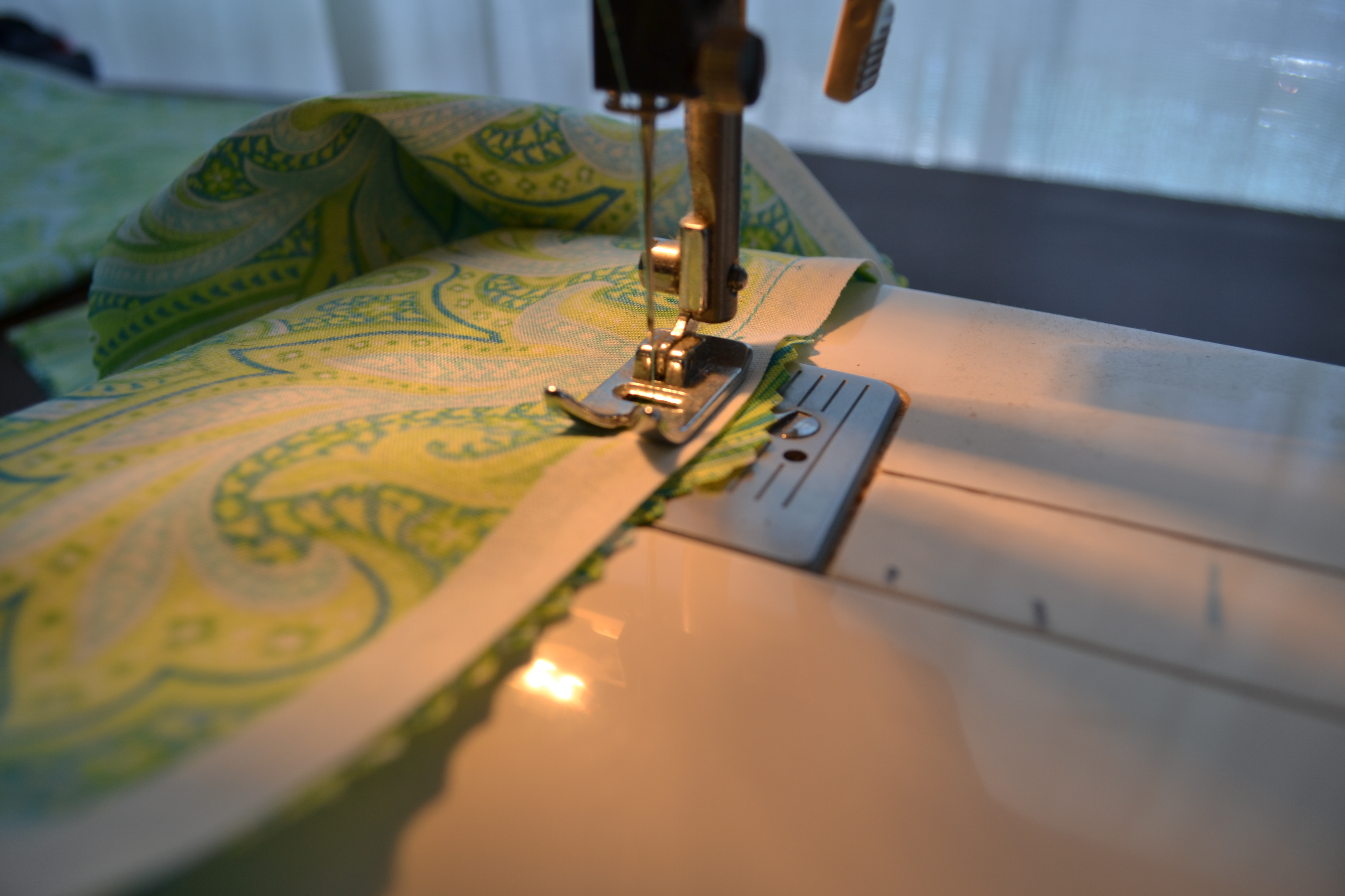 DIY Fabric Table Runner | Handmade Fabric Table Runner | Table Runner Ideas  | DIY No