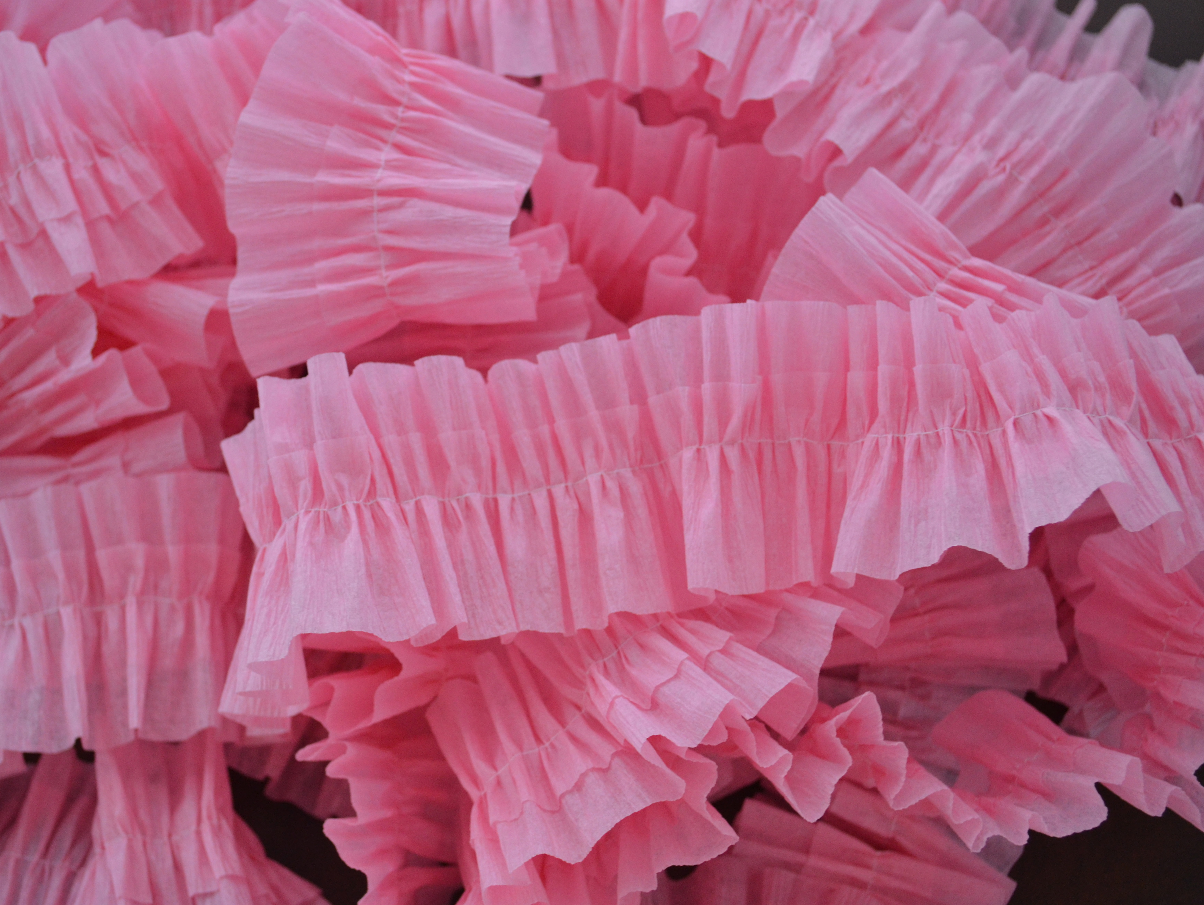 How to make ruffled crepe paper easy ruffled crepe paper - Birthday decorations with crepe paper ...
