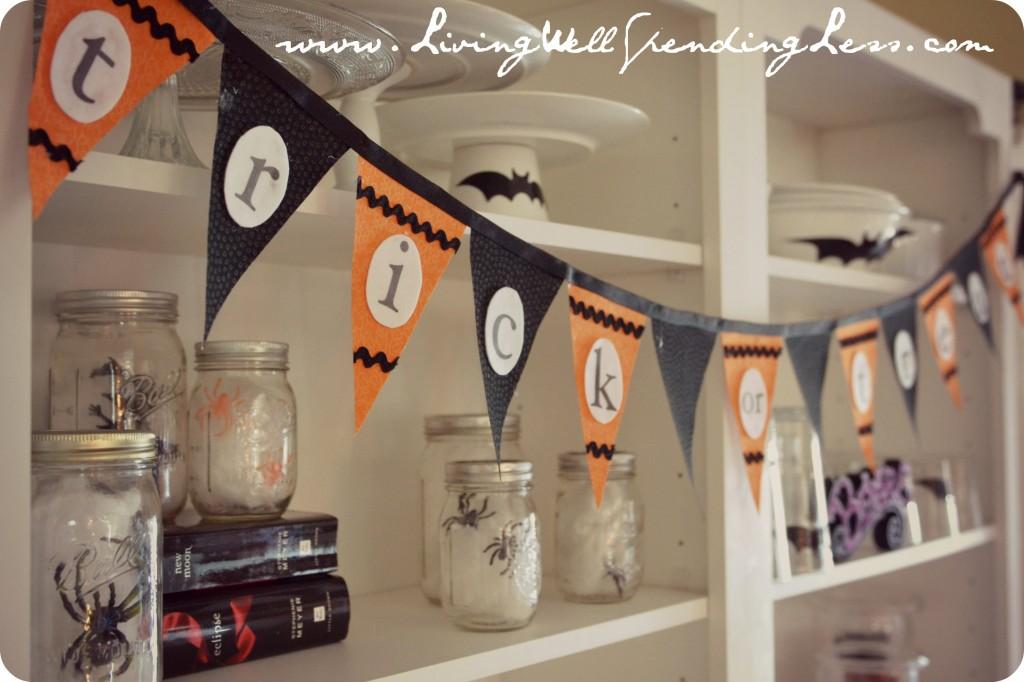"Pottery Barn Inspired No-Sew Halloween Bunting | DIY Halloween Bunting | ""Trick-or-Treat"" Halloween Bunting | Free Pattern | Easy Halloween Bunting"