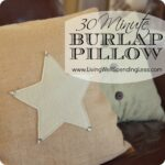 30 minute burlap & felt appliqued pillow--no zipper required!  great project for beginners #sew #pillow #christmas