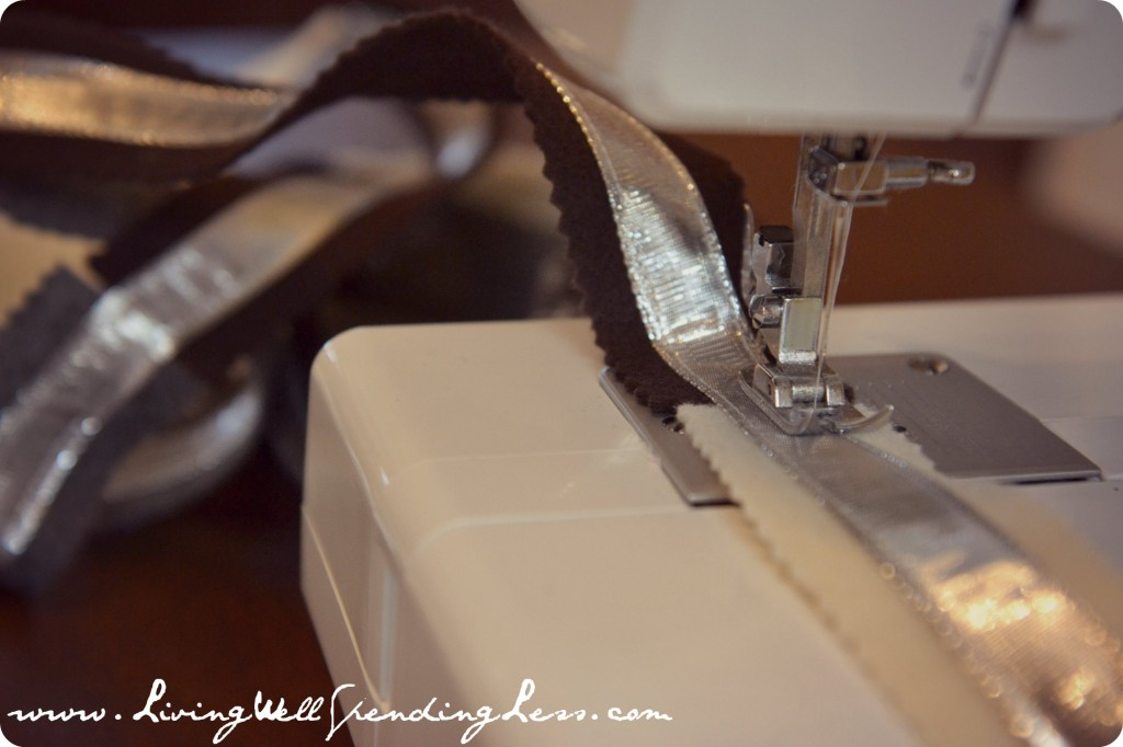 Sew the wired ribbon to the center of the felt strips.