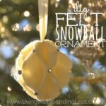DiY Felt Snowball Ornament.  Great tutorial for making beautiful handmade ornaments out of felt.  Decorate your own tree or give them as gifts!