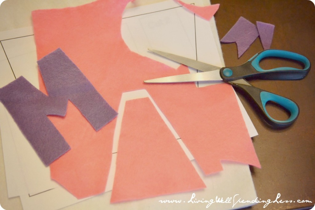 Arrange the pattern on felt pieces and cut out accordingly using scissors.