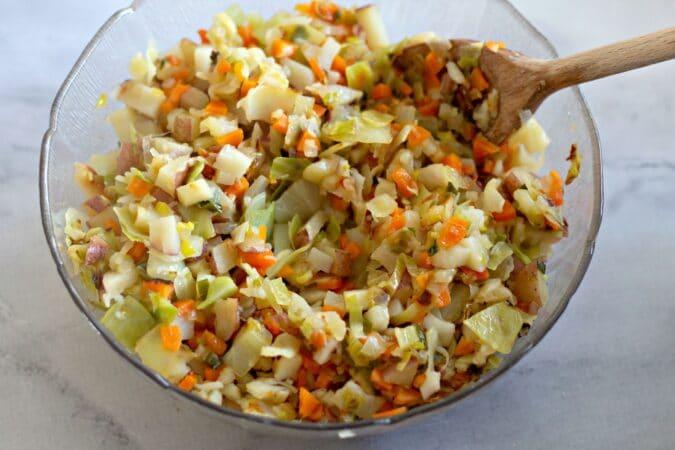 Mezcle toda la mezcla de verduras y huevo.