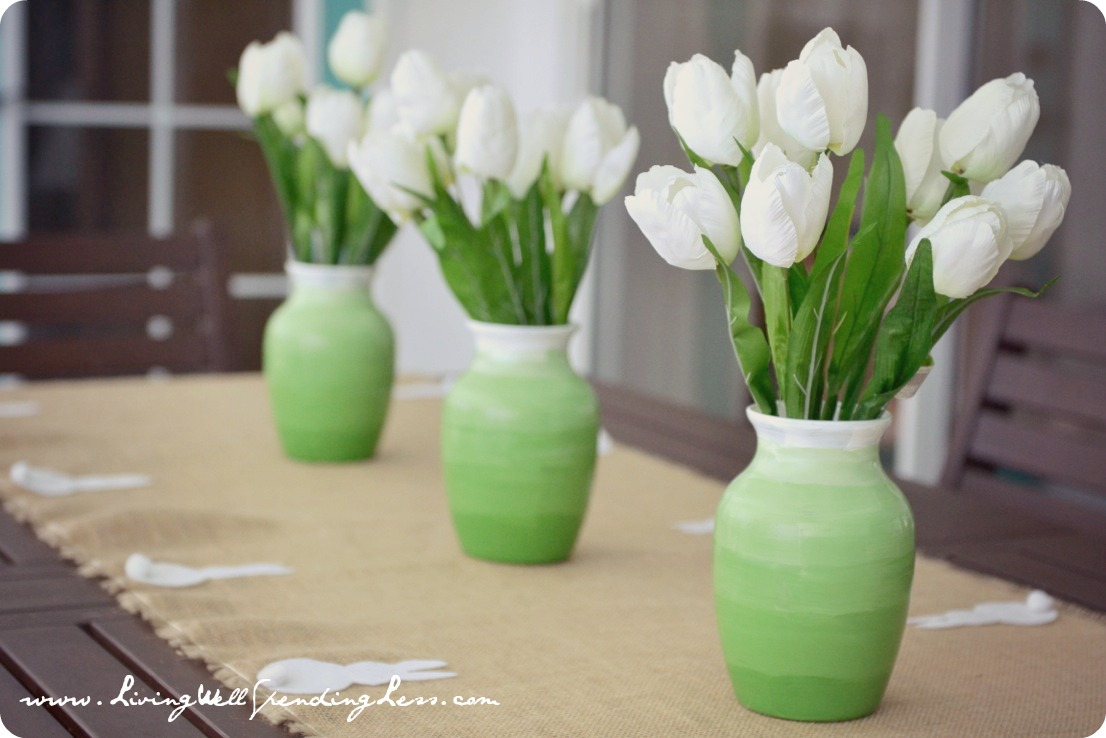 Dollar Store Spring Ombre Vases--super cute & thrifty DiY project (less than 30 minutes and less than 10 dollars to make all 3!) #dollarstorecraft #diy