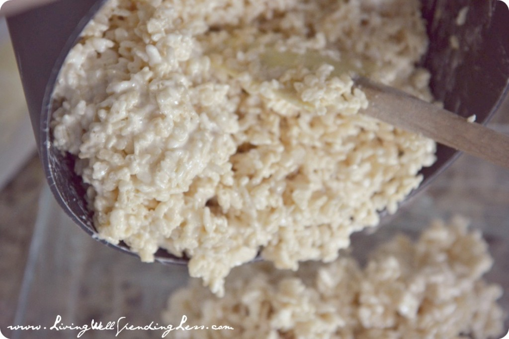 White Chocolate Rice Crispy Treats | Rice Crispy Recipe | White Chocolate Recepi | Snack Ideas | Dessert Ideas | Simple Rice Crispy Treats Recipe | Marshmallow
