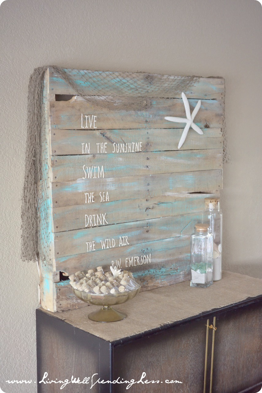 This beach side art was made with a pallet--an easy DIY project that looks adorable.