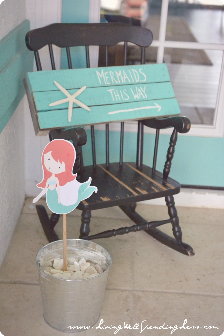 Directional signs and cute printable mermaid signs told guests where to go for the party.