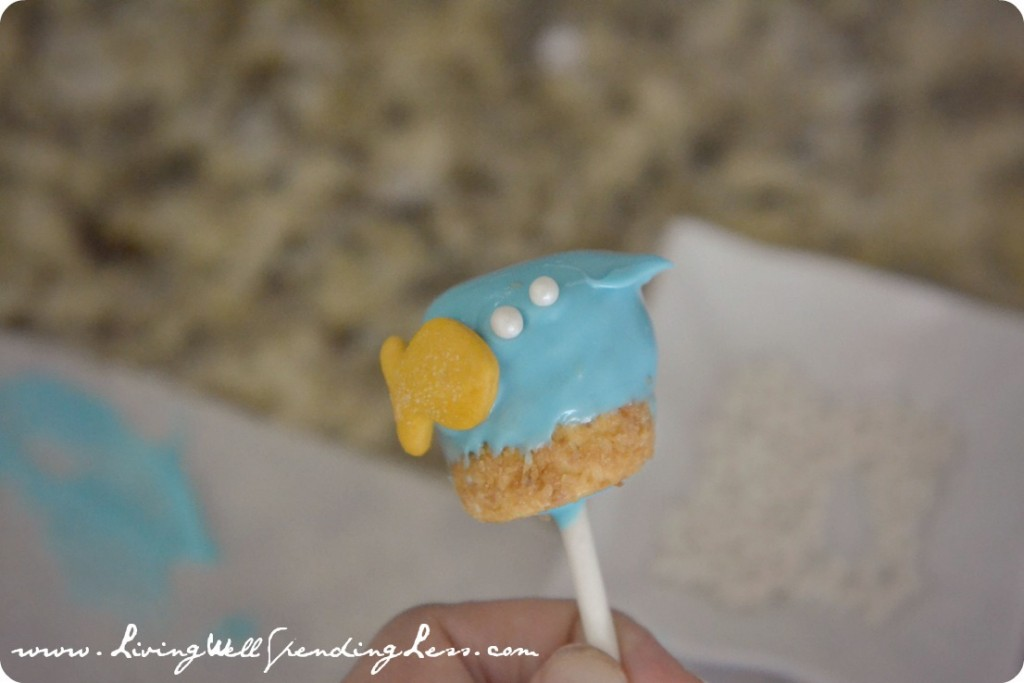 The next step of the goldfish marshmallow pops tutorial is to add the star of the show: the goldfish!
