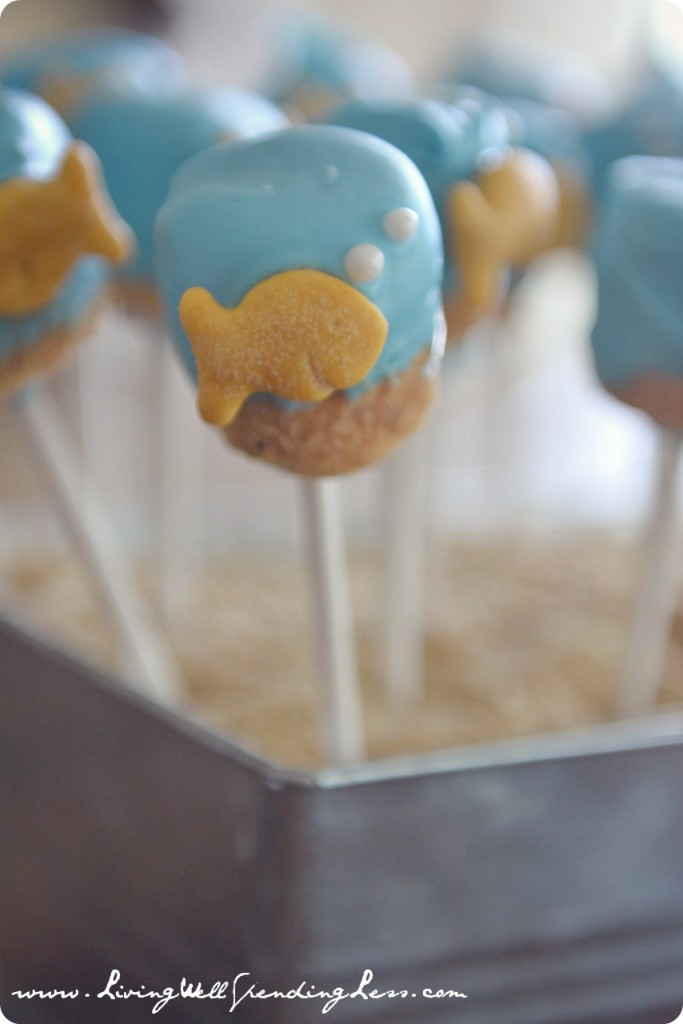 Learn how to create these adorable treats with this goldfish marshmallow pops tutorial!