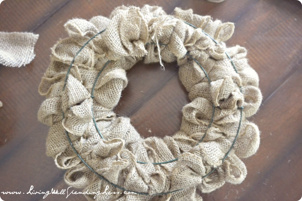 Fluff and even out the loops so that the wire frame is not visible from the front of the wreath.