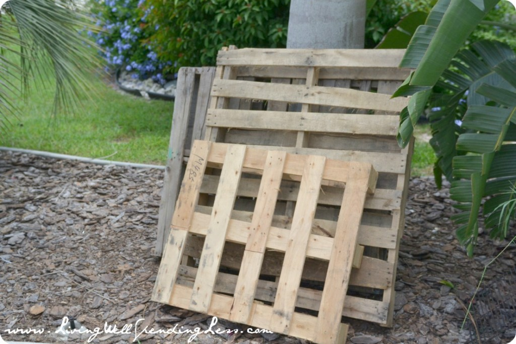 DIY Beachy Upcycled Pallet Art