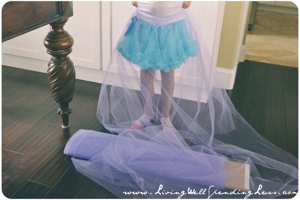 Diy super full no sew tulle skirt living well spending less measuring the tulle for the super full no sew skirt solutioingenieria Images