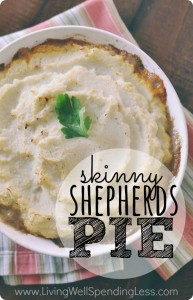 Looking for a new healthy dinner recipe the entire family will enjoy? This skinny shepherd's pie is easy, filling and delicious!