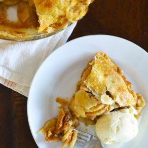 Easy Caramel Apple Pie | Homemade Caramel Apple Pie | Apple Pie | Pie Recipes | Thanksgiving Pie Recipes | Apple Pie from Scratch