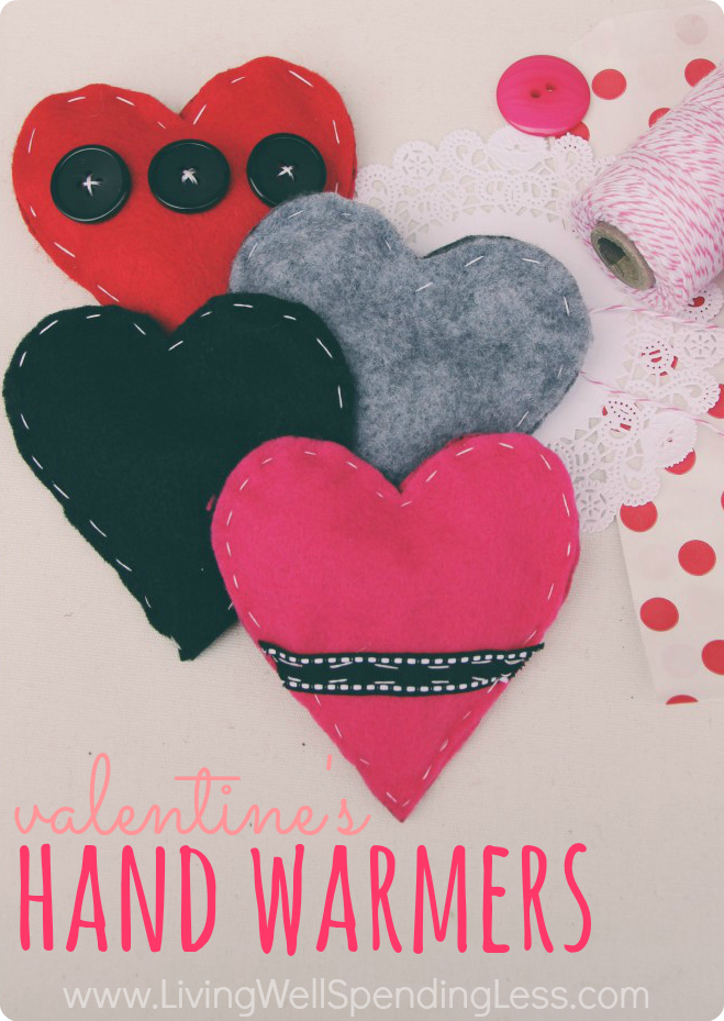 These adorable heart-shaped felt hand warmers are a fun, easy, & super practical alternative to traditional paper valentines!