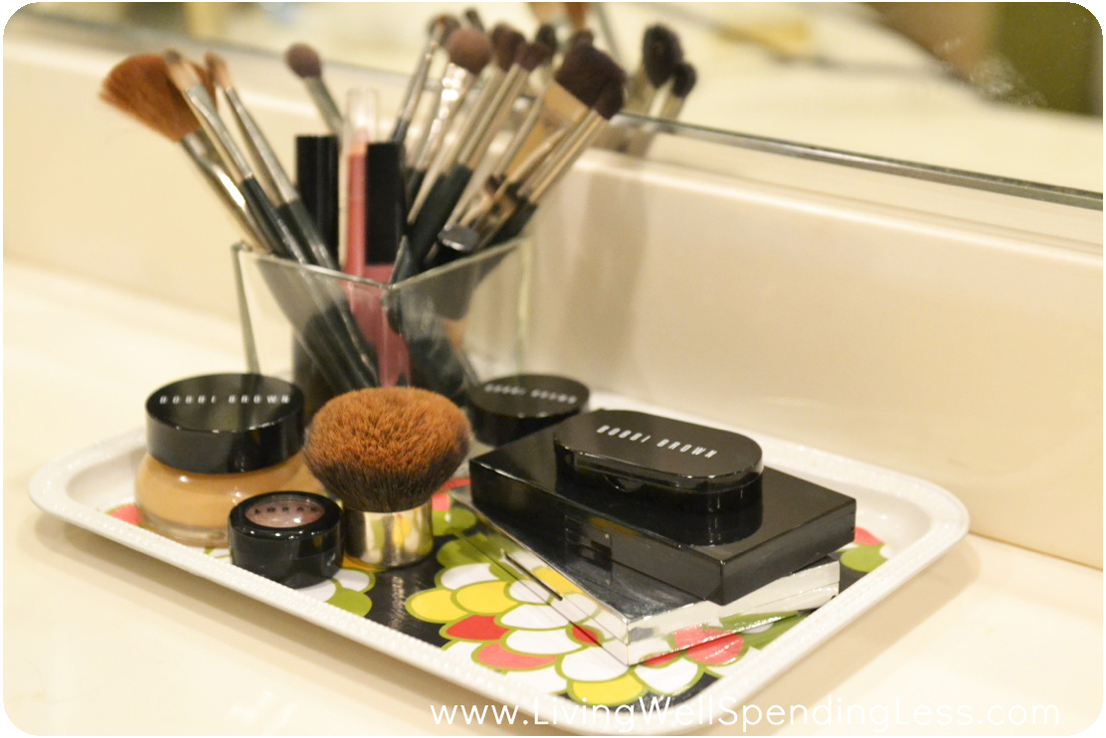 Makeup tray