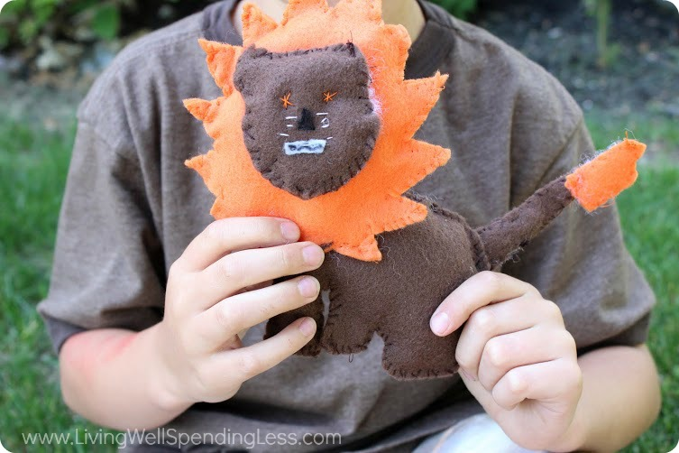 DIY Stuffed Felt Lion