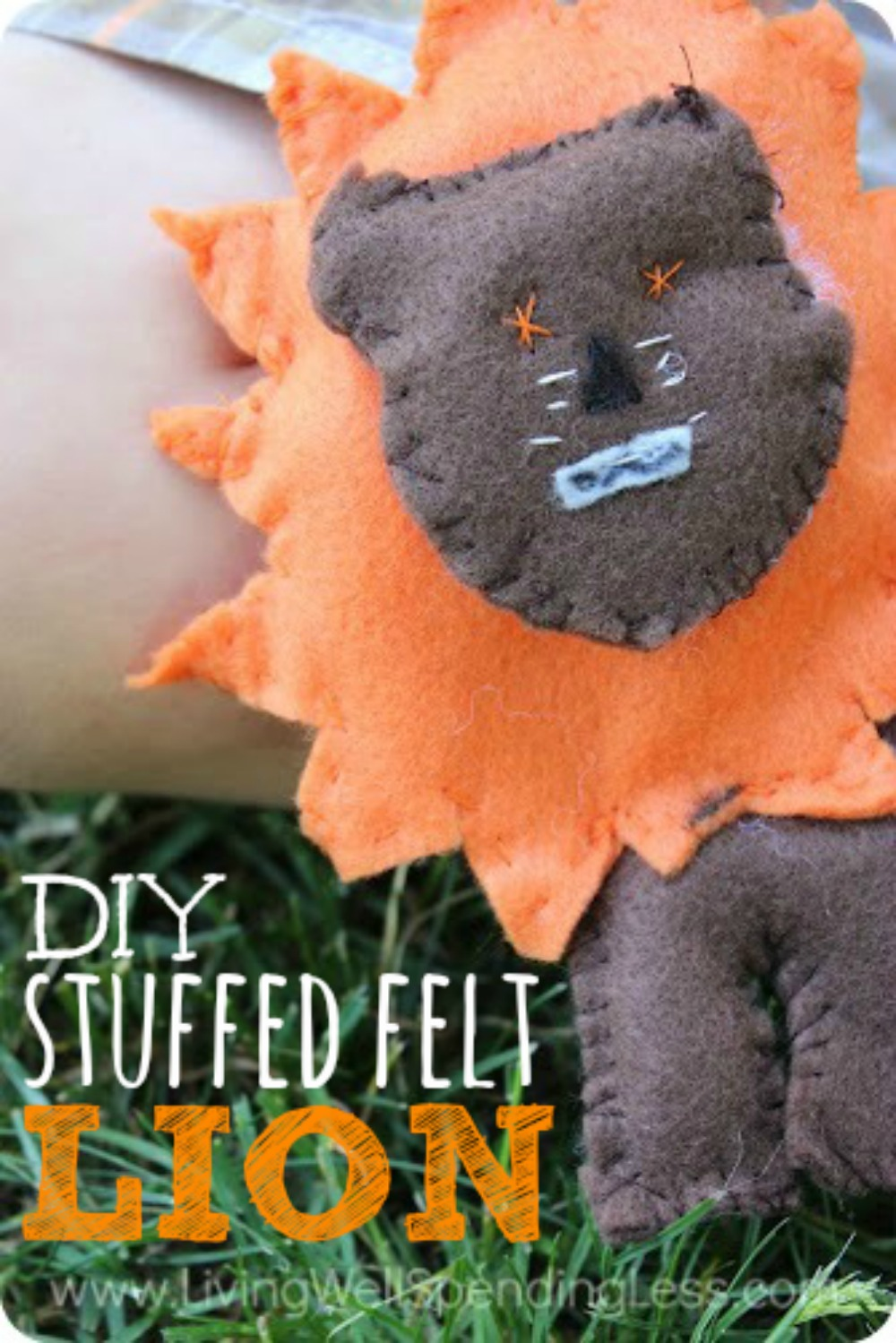 DIY Stuffed Felt Lion Vertical 1