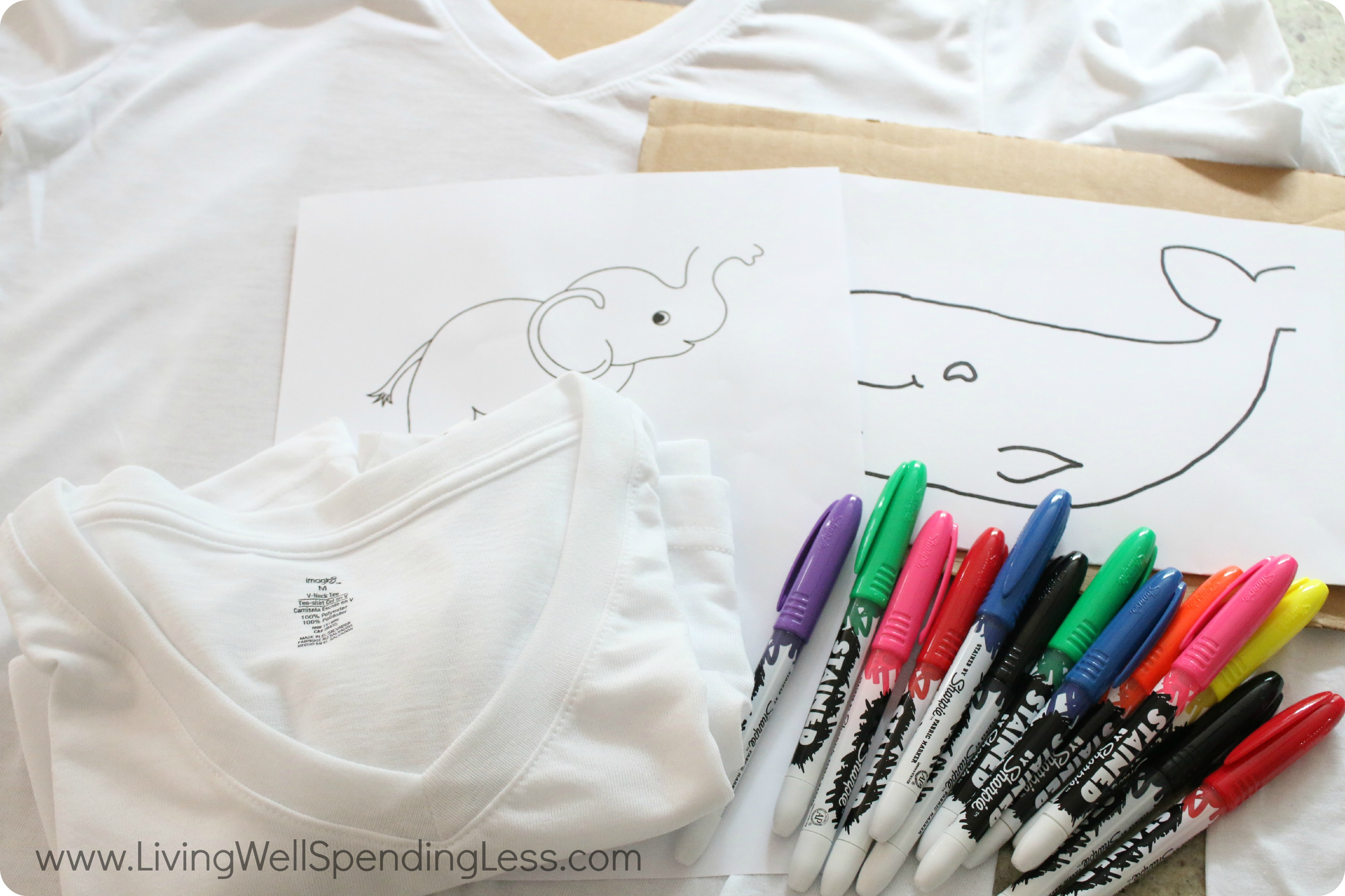 To make easy Sharpie dyed t-shirts simply gather sharpies, templates and some white or light tees.