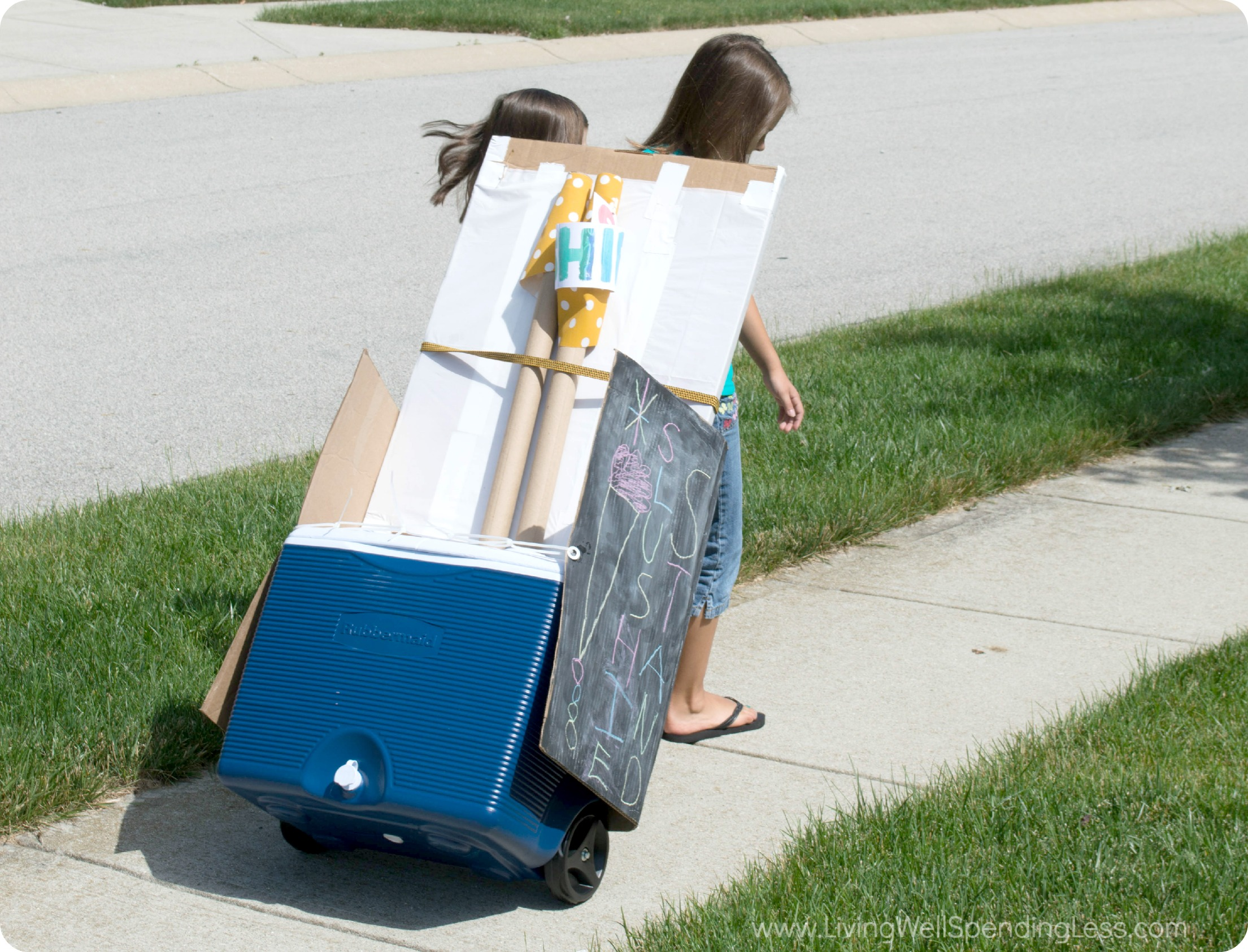 Your kids are in business with this rolling DIY slushie stand