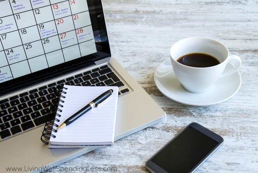 10 Simple Habits That Will Change Your Life | PLanning your days and keeping your schedule organized will reduce the stress in your life - that's a good habit to have!
