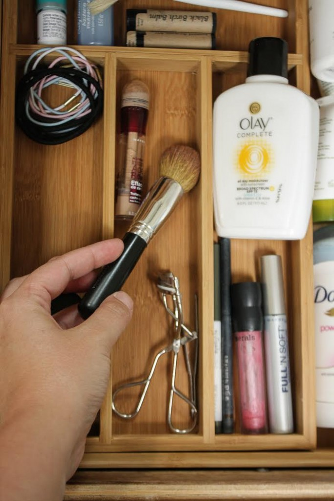 Divide your makeup, brushes, cosmetics and skin products into the different compartments.