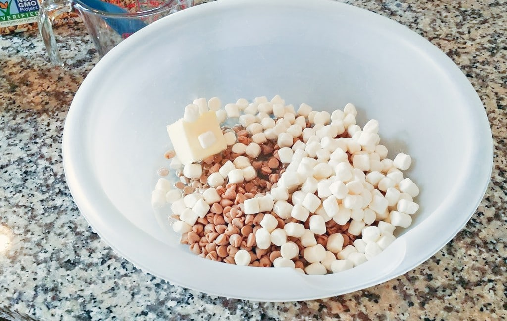 Combine peanut butter chips, marshmallows, and butter in a microwave safe bowl