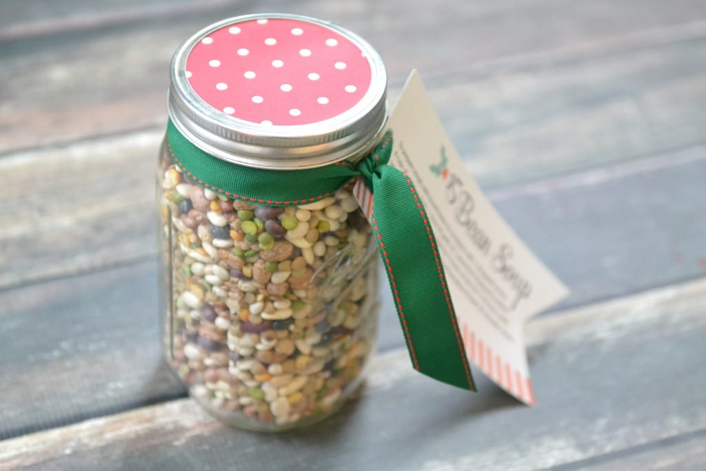 This easy 15 bean soup jar makes the perfect holiday gift!