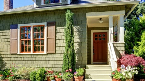 Ever seriously considered downsizing your living space? Believe it or not, there's a lot to love about less square footage. Don't miss these 5 BIG benefits of living in a small home!