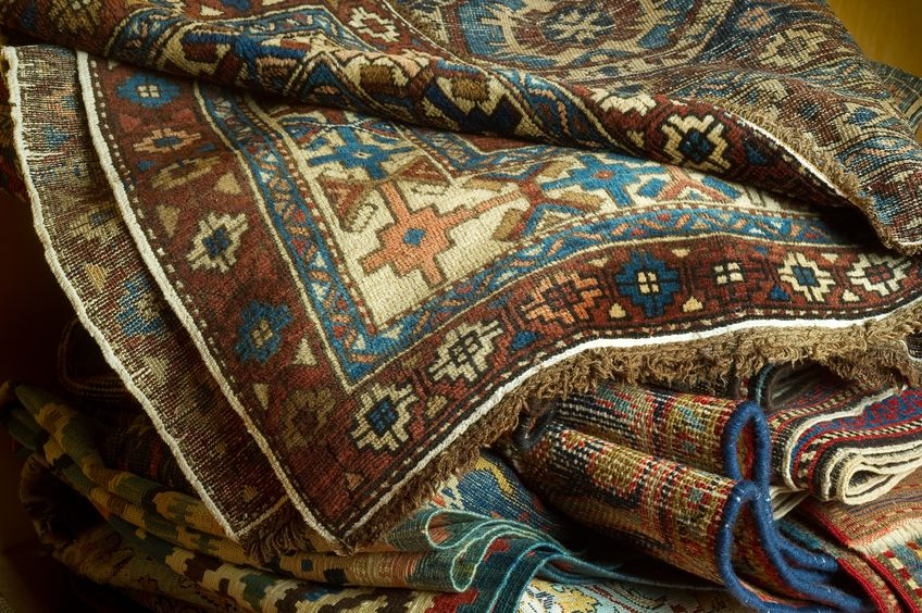 Careful with the rugs you choose to decorate your home, some patterns are too busy.