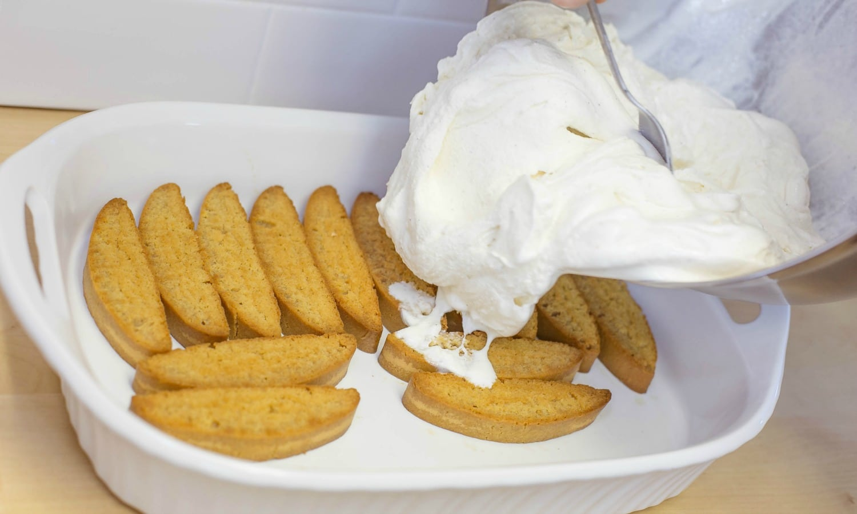 Spread ice cream mixture over cookies.