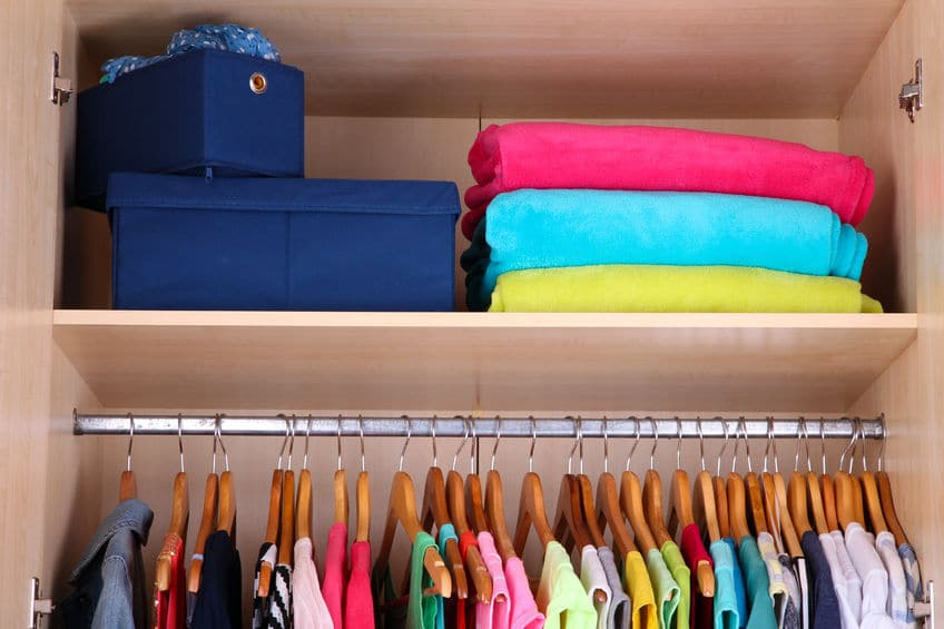 Simplify your wardrobe to keep your closet organized and pretty