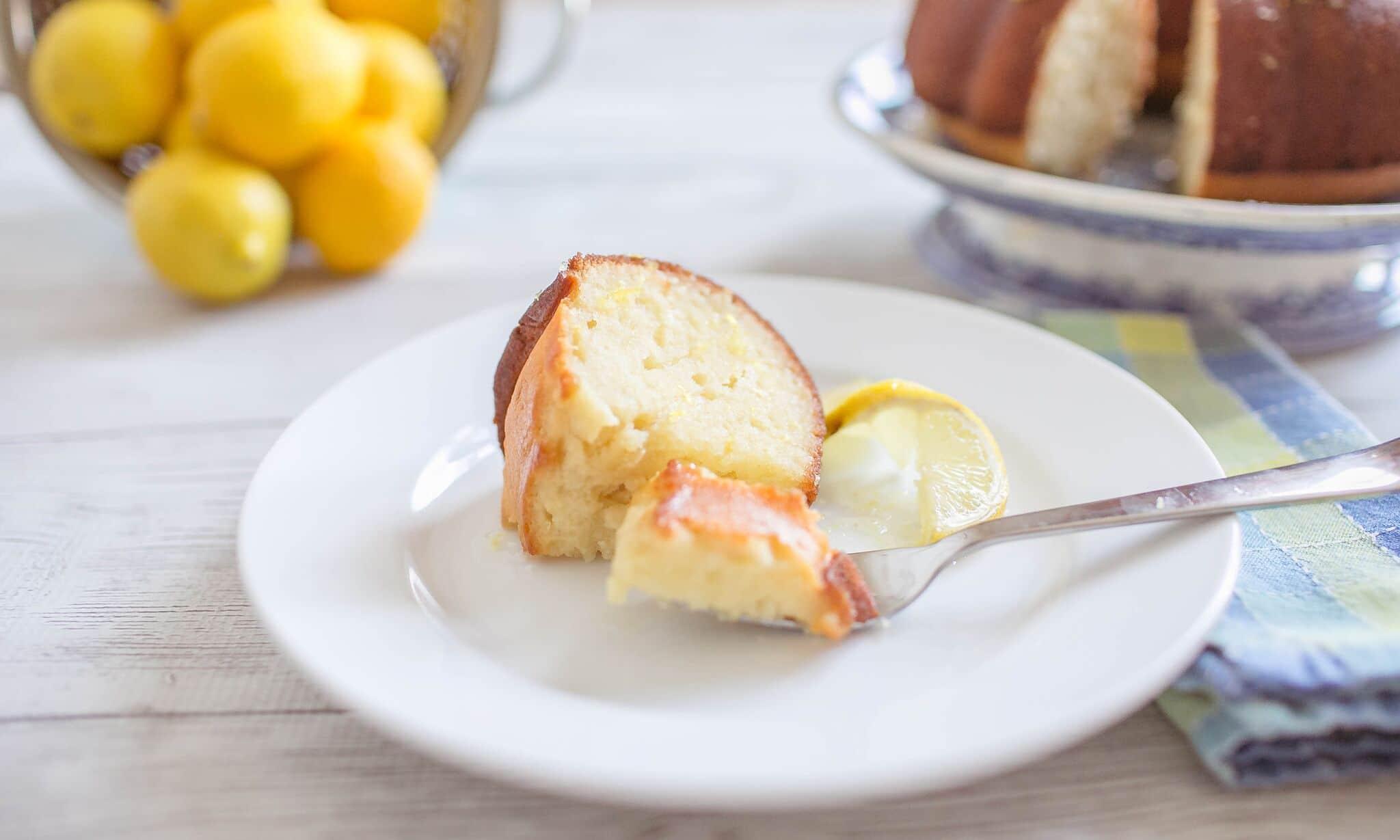 Enjoy this awesome lemon bundt cake