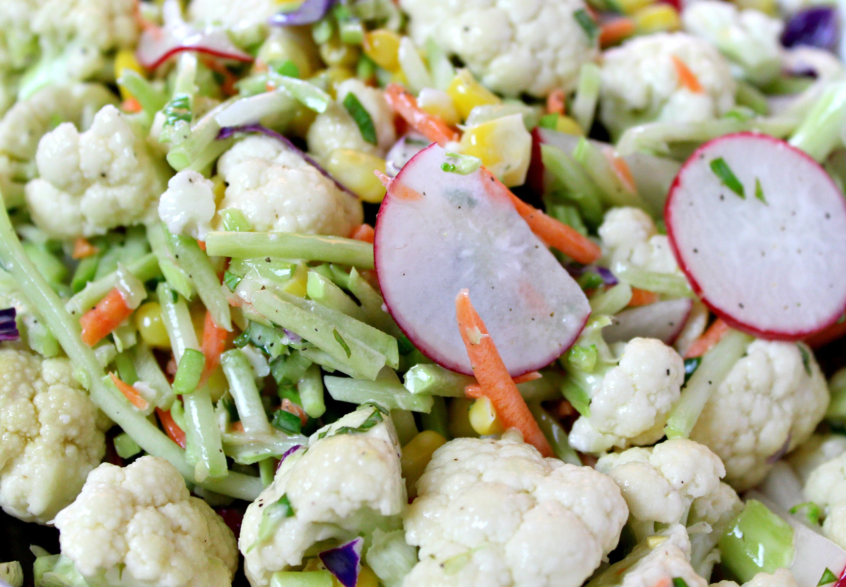 Pour homemade dressing salad ingredients and mix well.