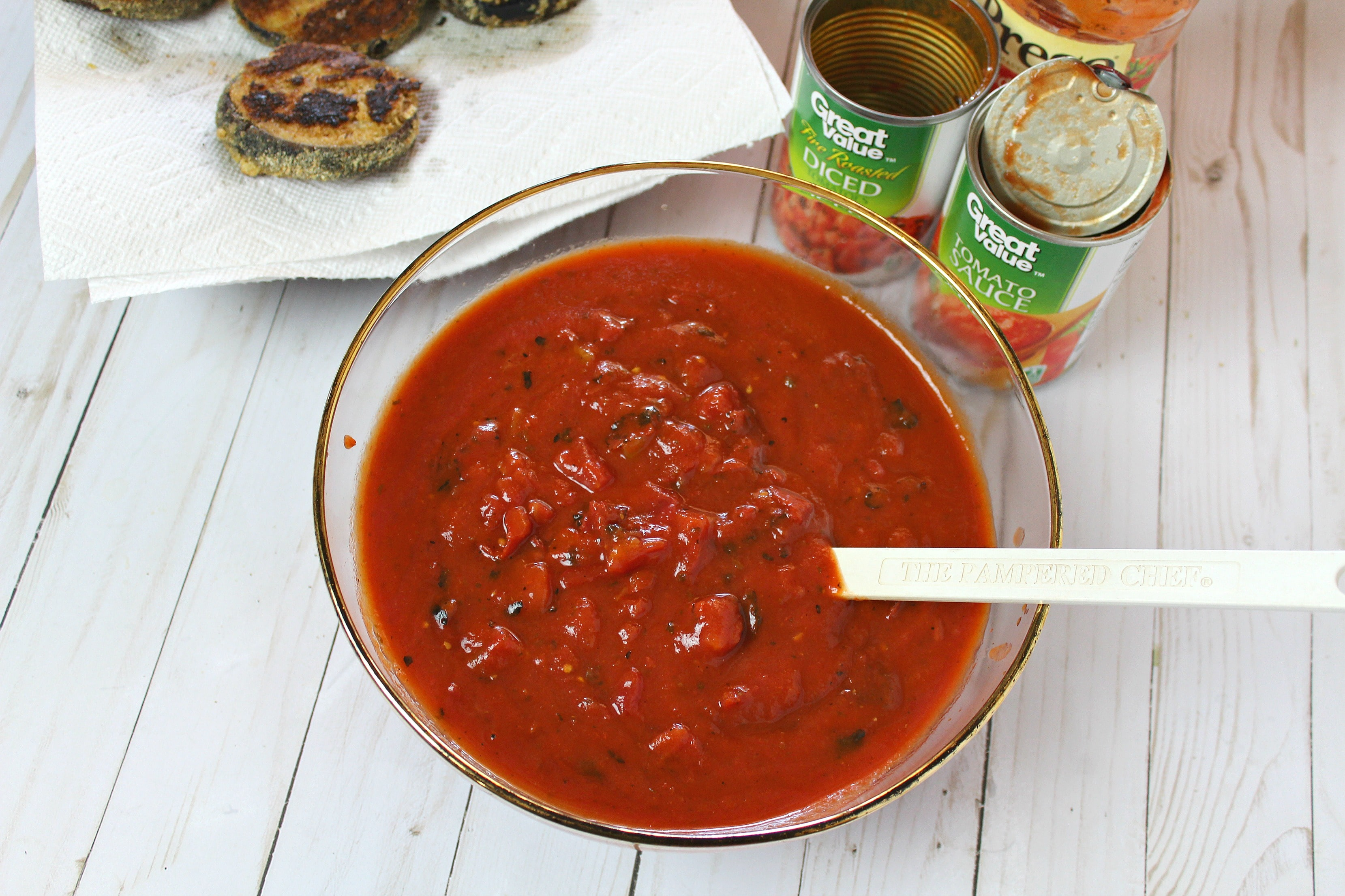 Mix spaghetti sauce, tomato sauce & diced tomatoes in bowl.