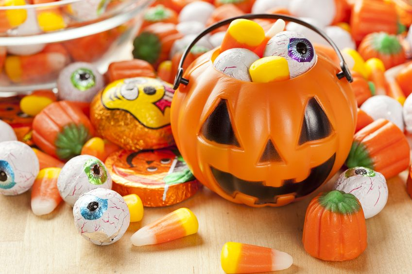 Halloween | Smart Money | Save Money | Budget | Costumes | Halloween Candy | Pumpkin Carving | Family Fun | Cheap Halloween Ideas