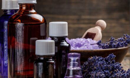 10 Must Have Essential Oils for Your Medicine Cabinet