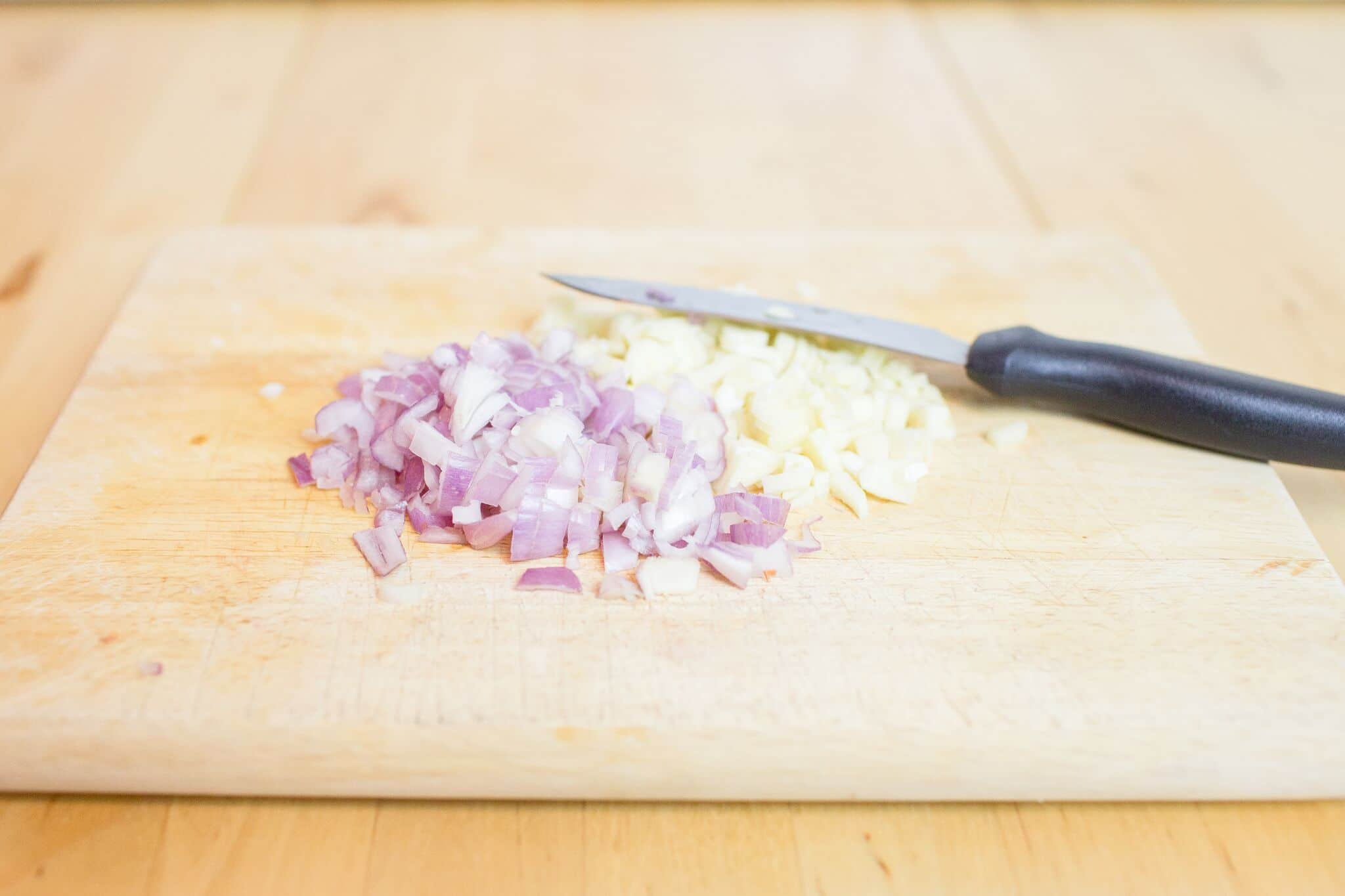 Chop up garlic and shallot.