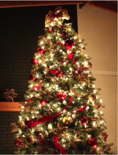 Decorate a tree for less. Do you love holiday decor, but just can't justify spending a lot of money on it? With these simple, chic, and cheap holiday decorating ideas you can absolutely achieve that high-end holiday look you crave without spending a bunch of money OR losing sleep. Don't miss these 9 holiday decorating ideas that look expensive! #holidays #holidaydecor #diy #holidaydiy #decorating #home #diyideas #diyprojects #homedecor