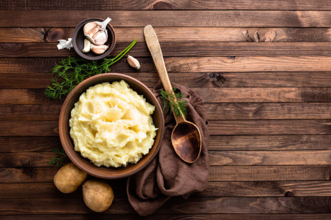 Help My Mashed Potatoes!...When it comes to Thanksgiving, whether it's your first or your 40th, there will be at least a few things that go wrong. Don't sweat it, simply use this guide to help yourself get right back on track! #holidays #thanksgiving #holidayfails #thanksgivingfails #holidaytips #cookingtips
